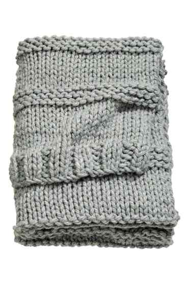How to style your home on a budget - H&M chunky knit blanket.